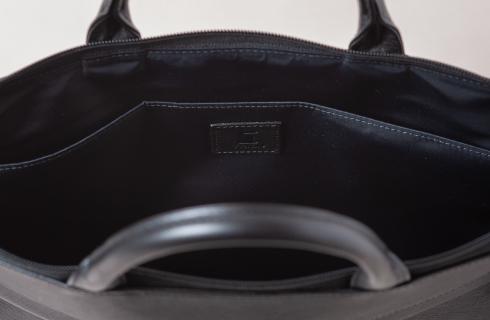 PC・タブレットを収納可能なデルフォニックス別注・オールブラックのTRION(トライオン)ビジネスバッグ