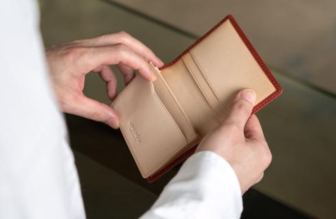 名刺40枚収納可能、シンプルな設計が響くHERGOPOCH(エルゴポック)の名刺入れ