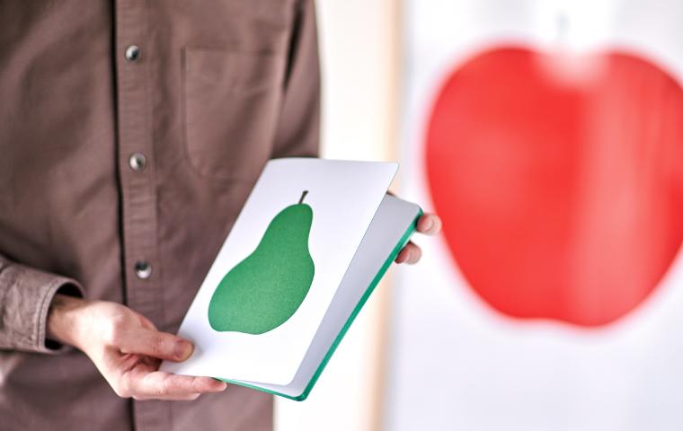「DANESE(ダネーゼ)」のエンツォ・マーリさんが手がけた代表的なシンボルアートを配したノート